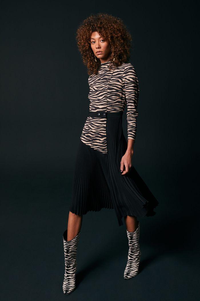 С чем носить черную юбку. Образ из коллекции A.L.C.