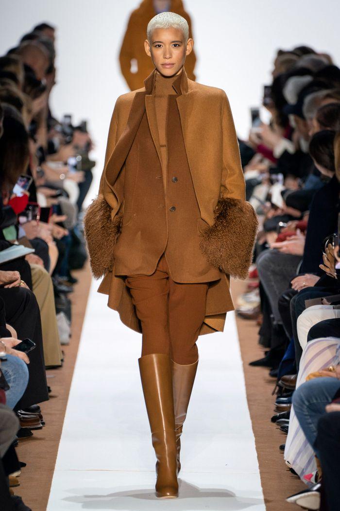 Модный шерстяной пиджак из коллекции осень-зима Akris