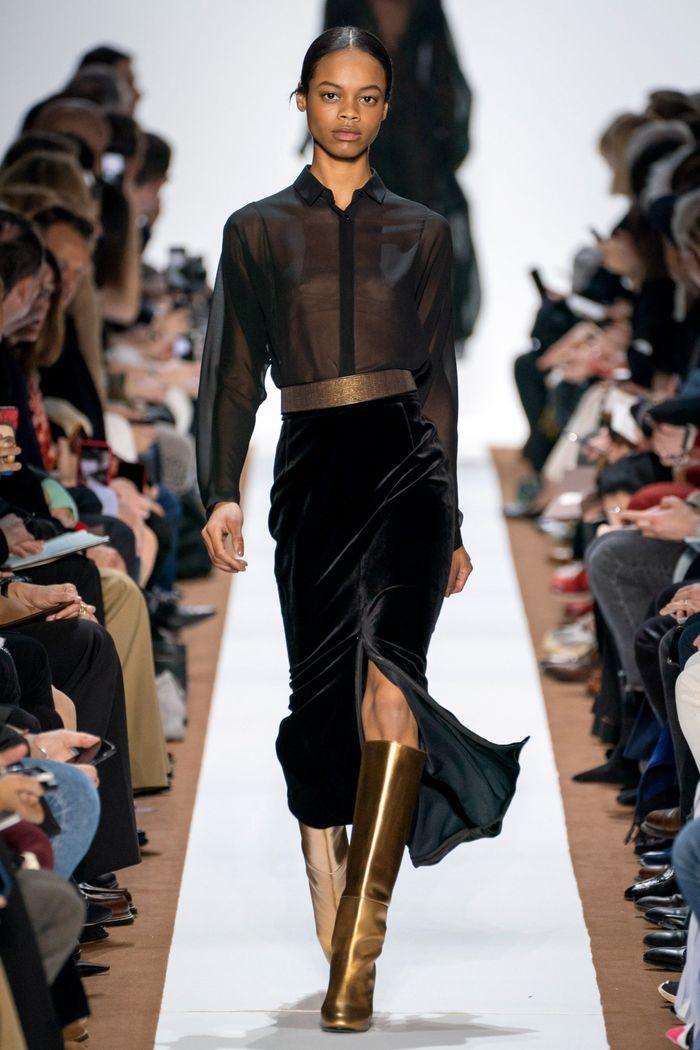 С чем носить бархатную черную юбку. Образ из новой коллекции Akris