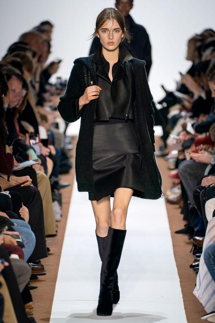 С чем носить черную юбку. Образ из коллекции Akris