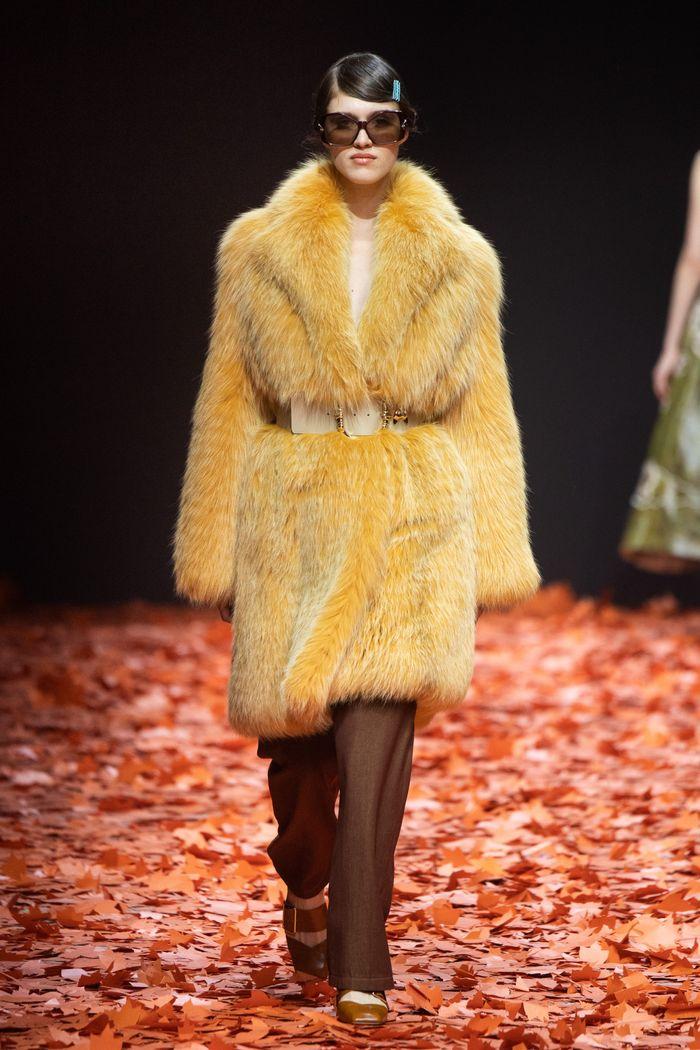 Модная шубы Alena Akhmadullina