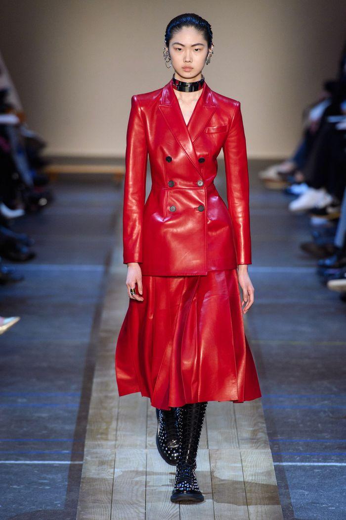 С чем носить красную юбку. Коллекция Alexander McQueen