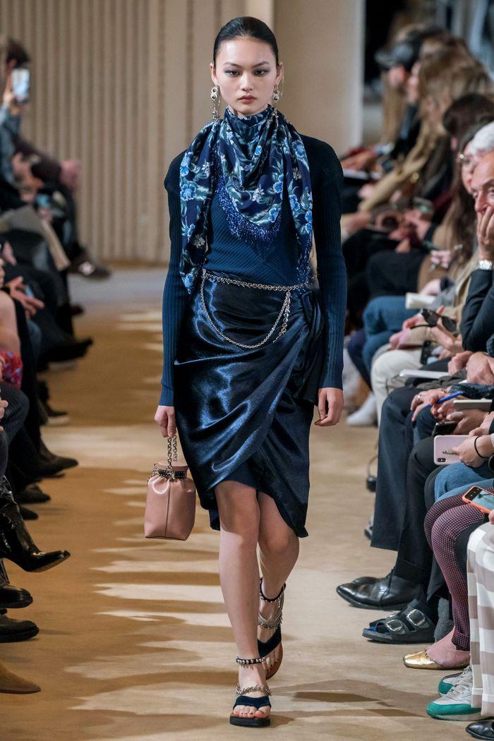 С чем носить синюю юбку. Образ из коллекции Altuzarra