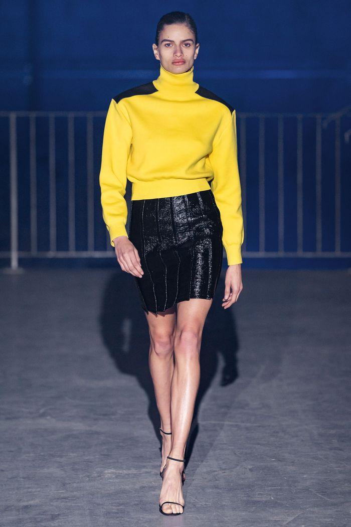 Что носить с короткой черной юбкой. Образ из новой коллекции Atlein