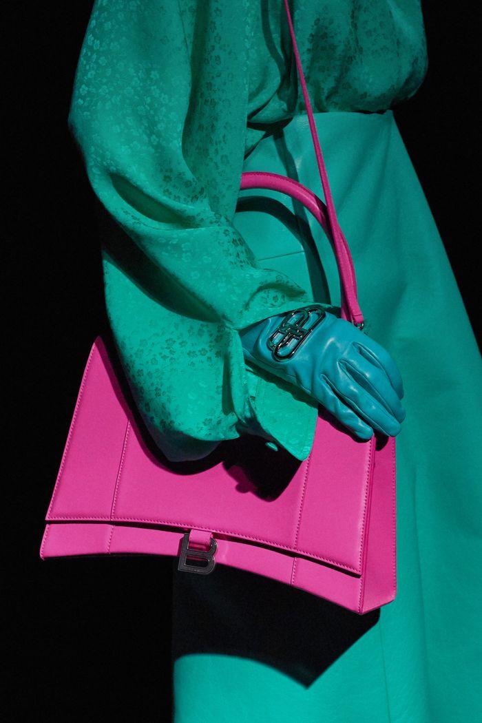Модные цвета сумок. Коллекция осень-зима 2019-2020 Balenciaga