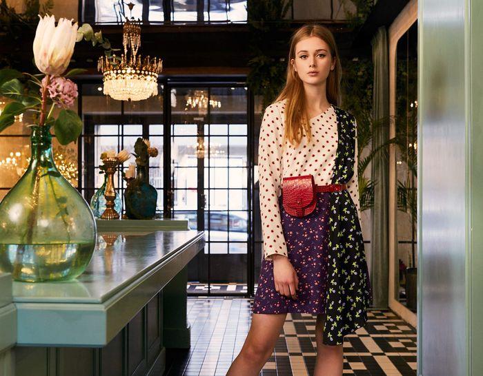 Модная бордовая сумка на поясе из коллекции Be Blumarine