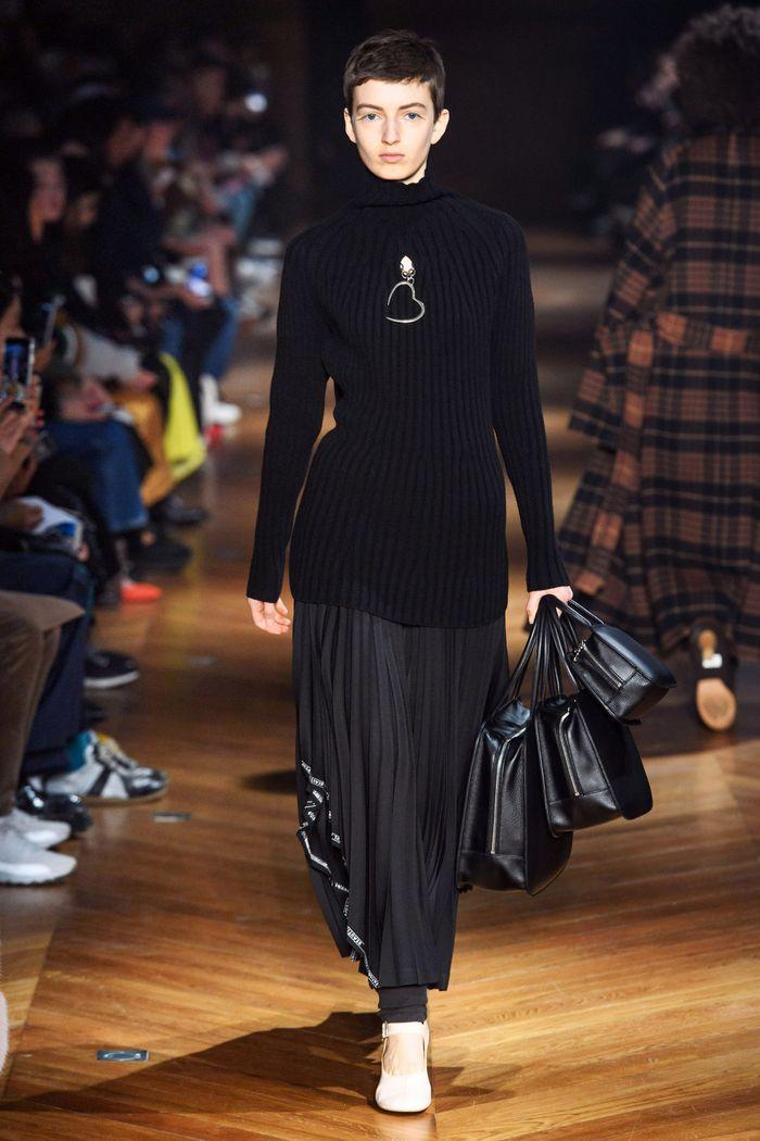 С чем носить плиссированную черную юбку. Образ из новой коллекции Beautiful People