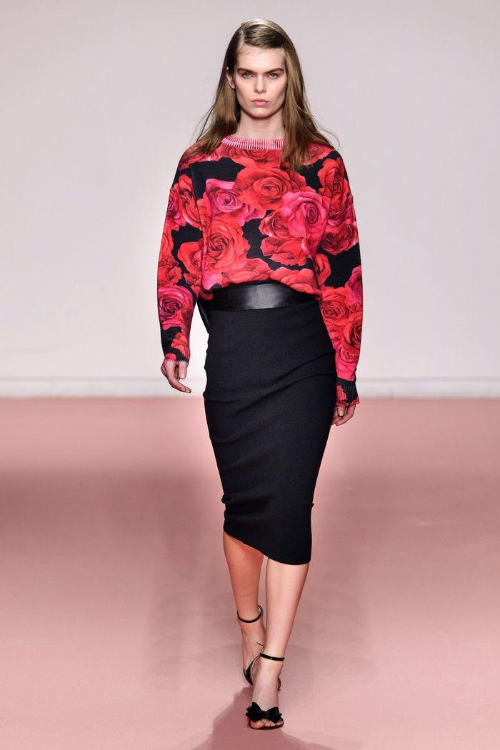 С чем носить черную юбку. Образ из коллекции Blumarine