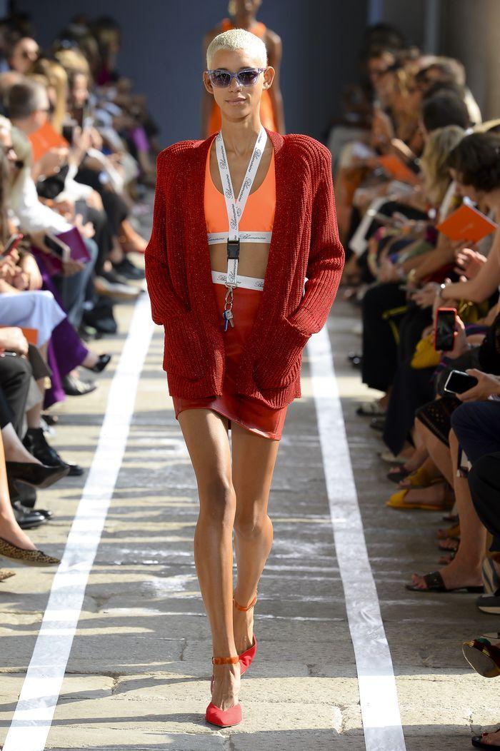 С чем носить красную короткую юбку. Коллекция Blumarine