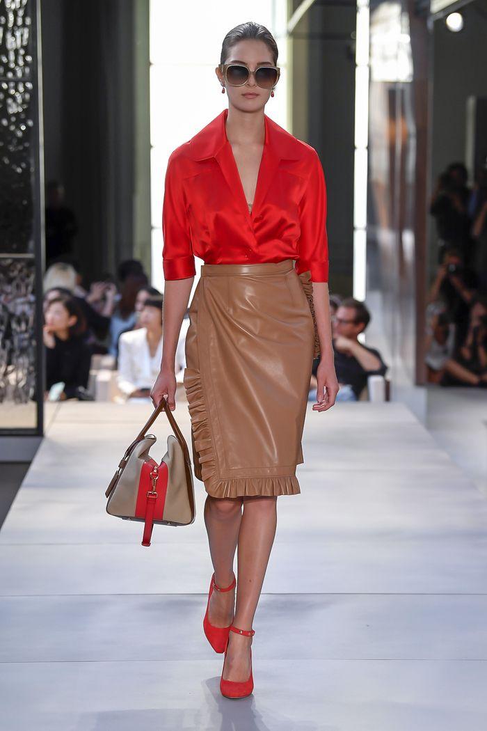 С чем носить красные туфли. Образ из коллекции Burberry