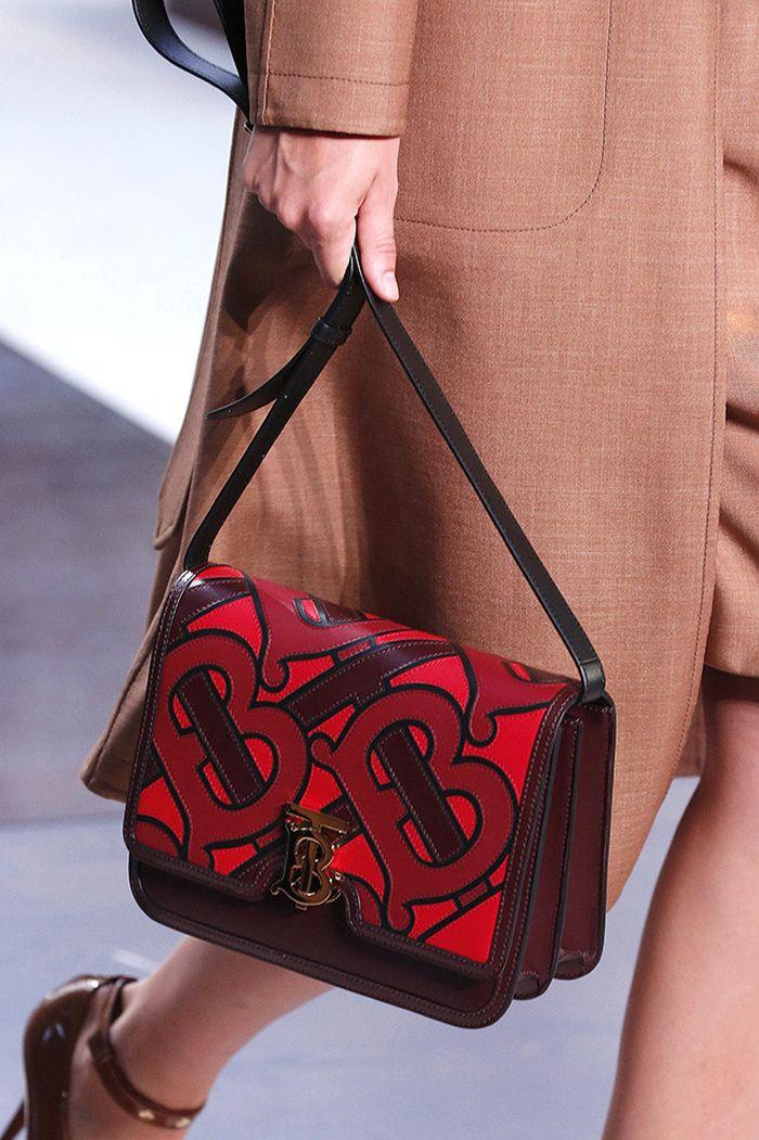 Модная бордовая сумка из коллекции Burberry
