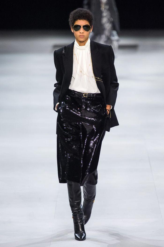 С чем носить черную юбку-карандаш. Образ из коллекции Celine