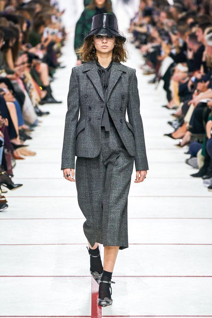 Модные укороченные брюки осень-зима 2019-2020 из новой коллекции Christian Dior