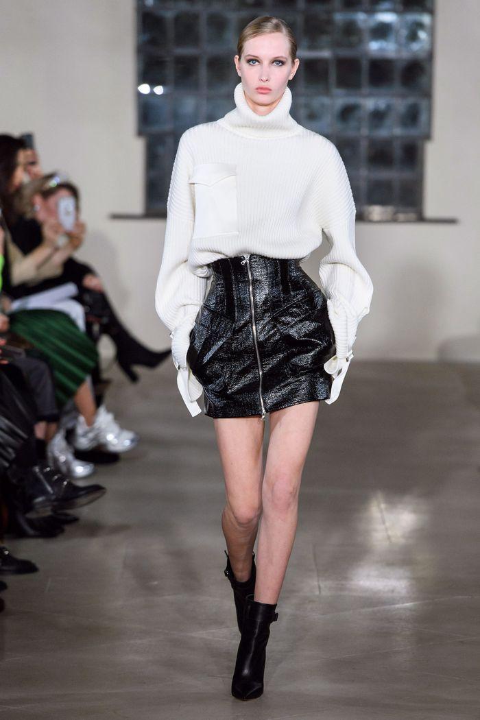 Что носить с короткой черной юбкой. Образ из новой коллекции David Koma
