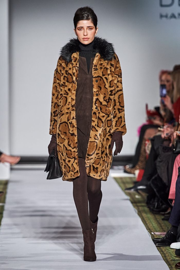 Модные шубы с леопардовым принтом Dennis Basso
