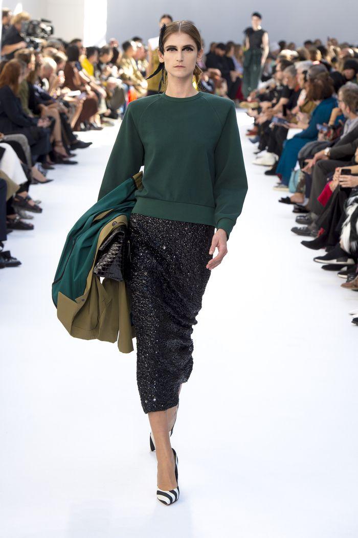 С чем носить длинную черную юбку. Образ из коллекции Dries Van Noten