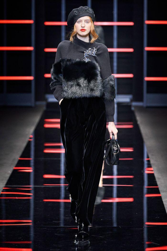 Модные брюки из бархата осень-зима 2019-2020 из новой коллекции Emporio Armani