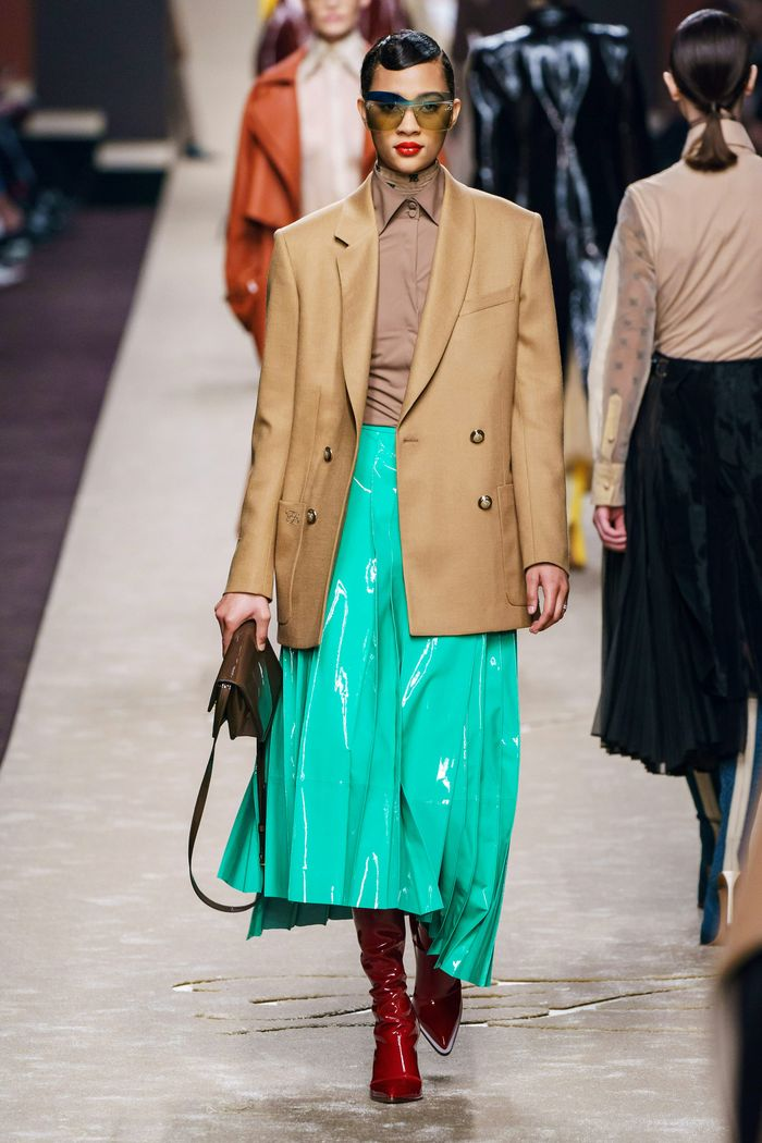 Модный удлиненный пиджак из коллекции осень-зима Fendi