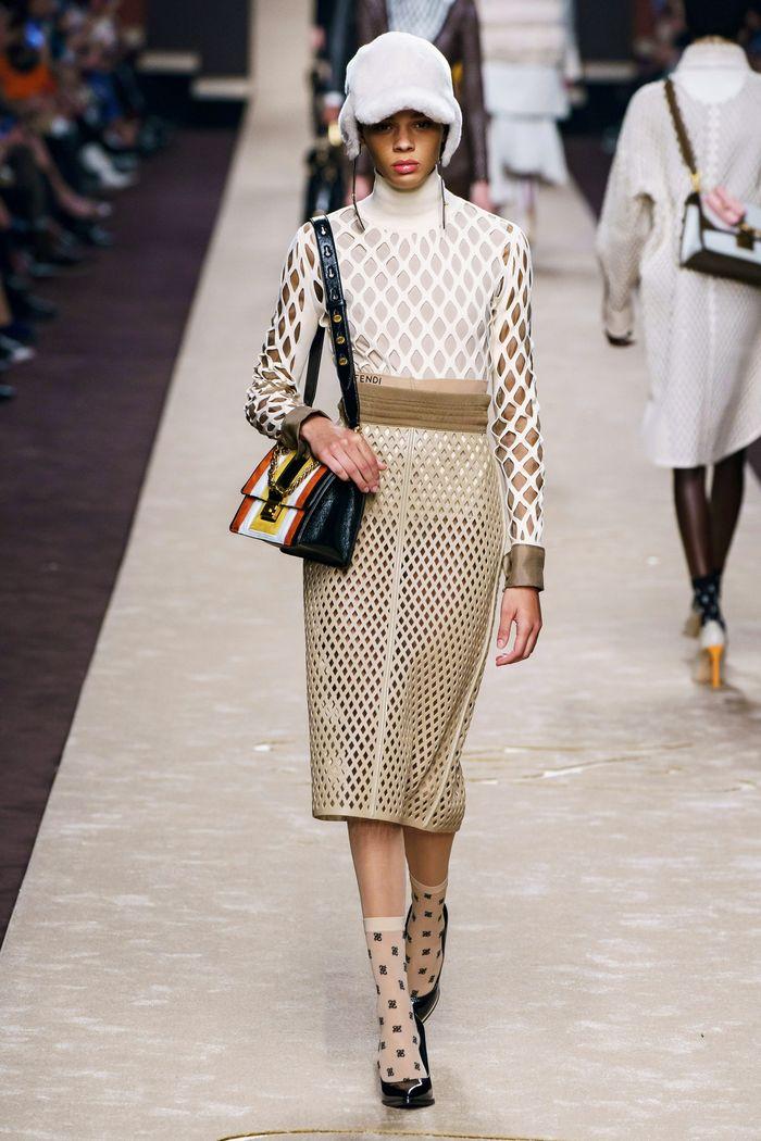 Модная кожаная юбка осень-зима 2019-2020 Fendi