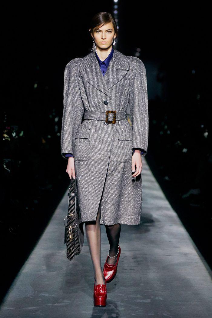 С чем носить красные туфли. Образ из коллекции Givenchy