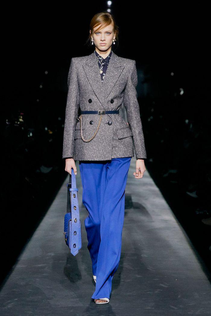 Модный пиджак с поясной сумкой из коллекции осень-зима Givenchy