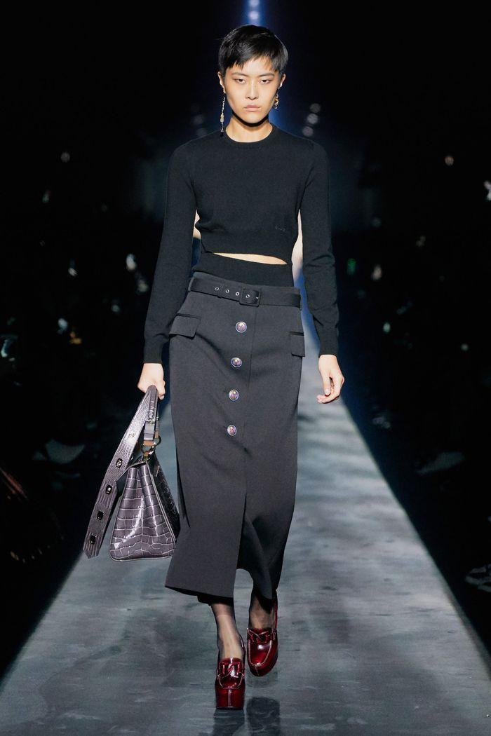 С чем носить длинную черную юбку. Образ из коллекции Givenchy