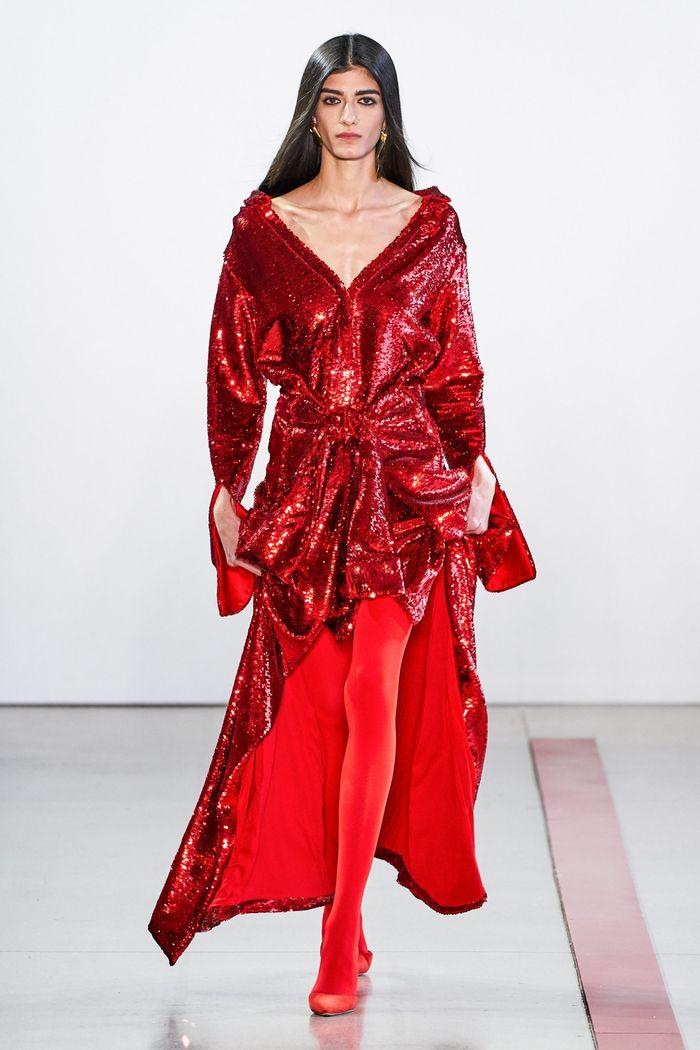 С чем носить красные туфли. Образ из коллекции Hellessy