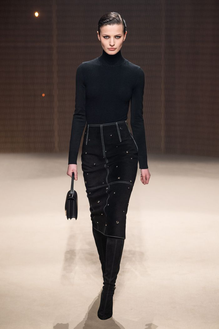 С чем носить замшевую черную юбку. Образ из коллекции Hermès