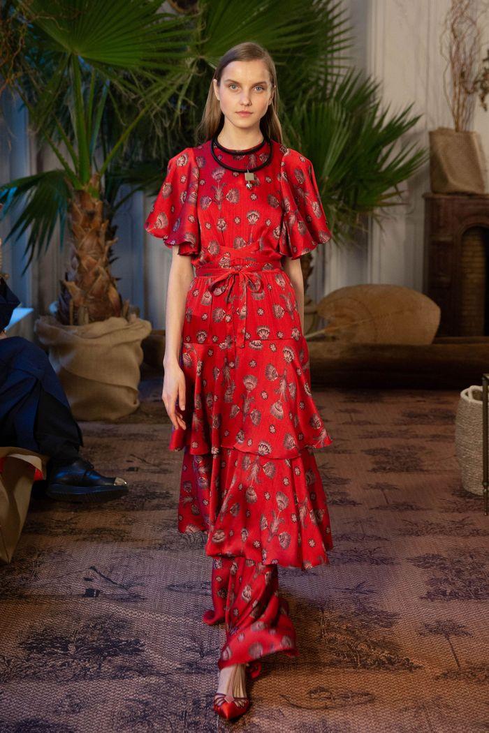С чем носить красные туфли. Образ из коллекции Johanna Ortiz
