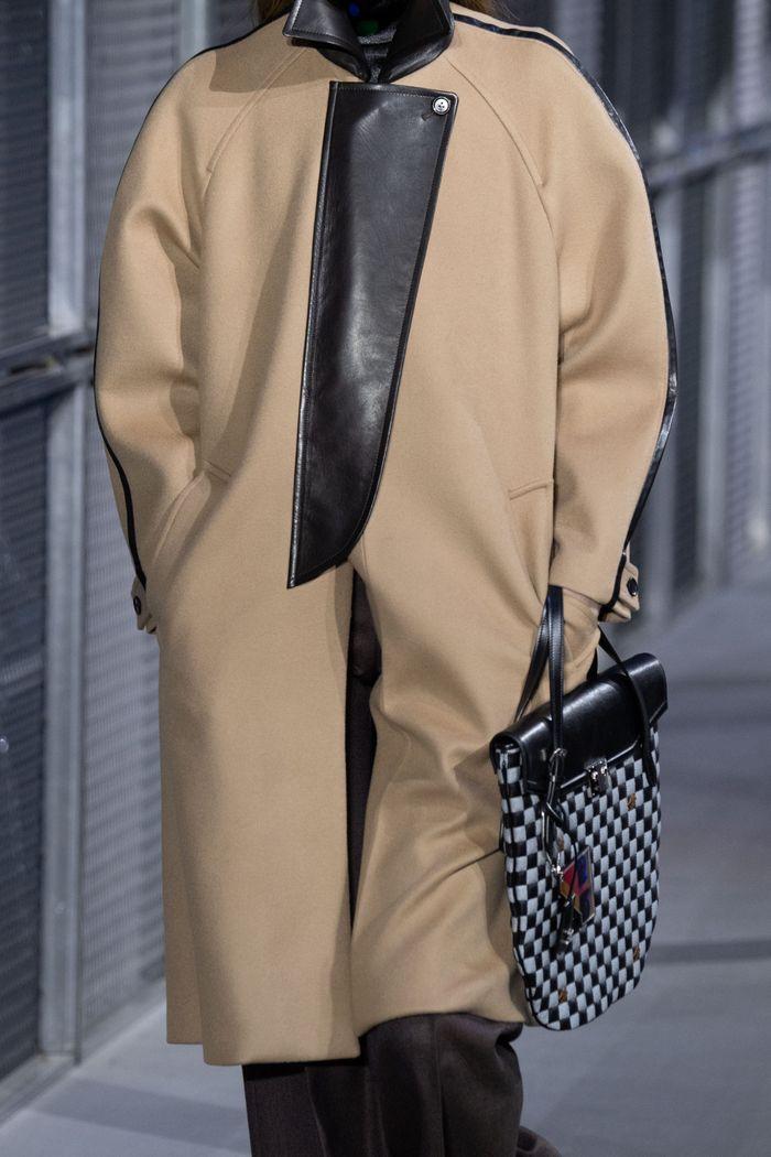 Модные плоские сумки-папки Louis Vuitton