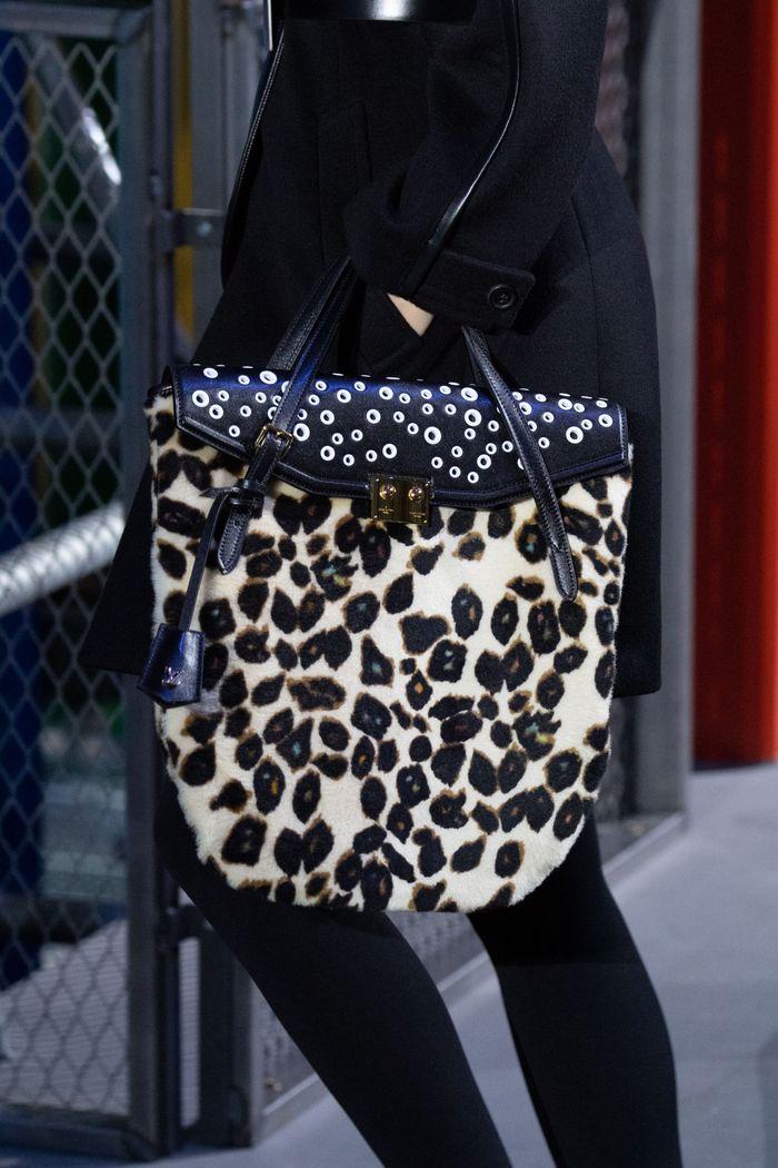 Сумки с принтом леопард Louis Vuitton