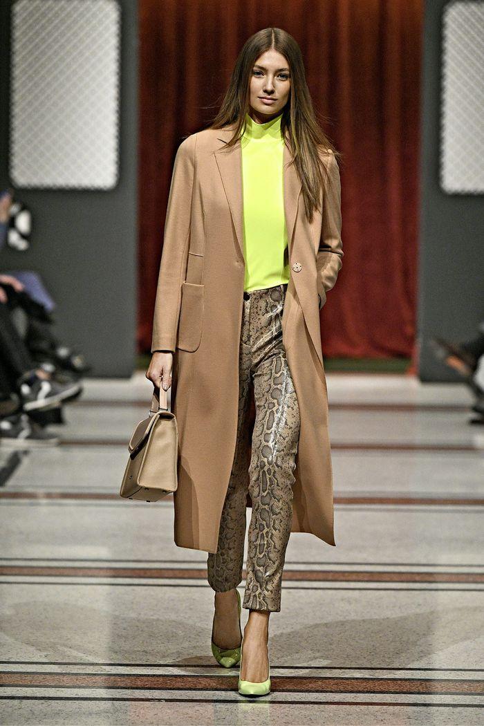 Модные кожаные брюки осень-зима 2019-2020 из новой коллекции Marc Cain