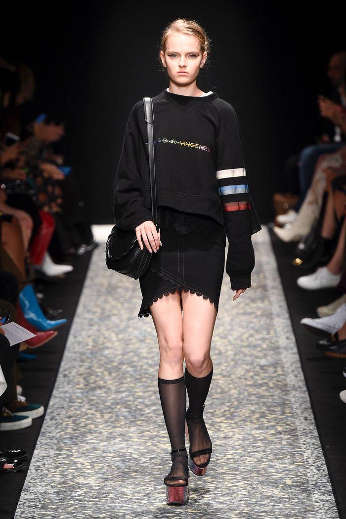 С чем носить черную юбку. Образ из коллекции Marco de Vincenzo