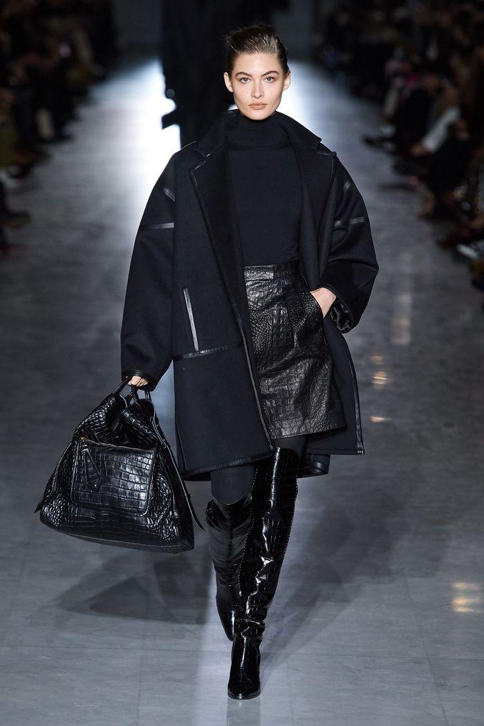 С чем носить черную юбку. Образ из коллекции Max Mara
