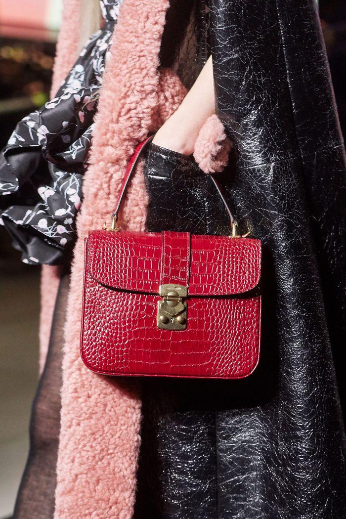 Модная бордовая сумка из коллекции Miu Miu