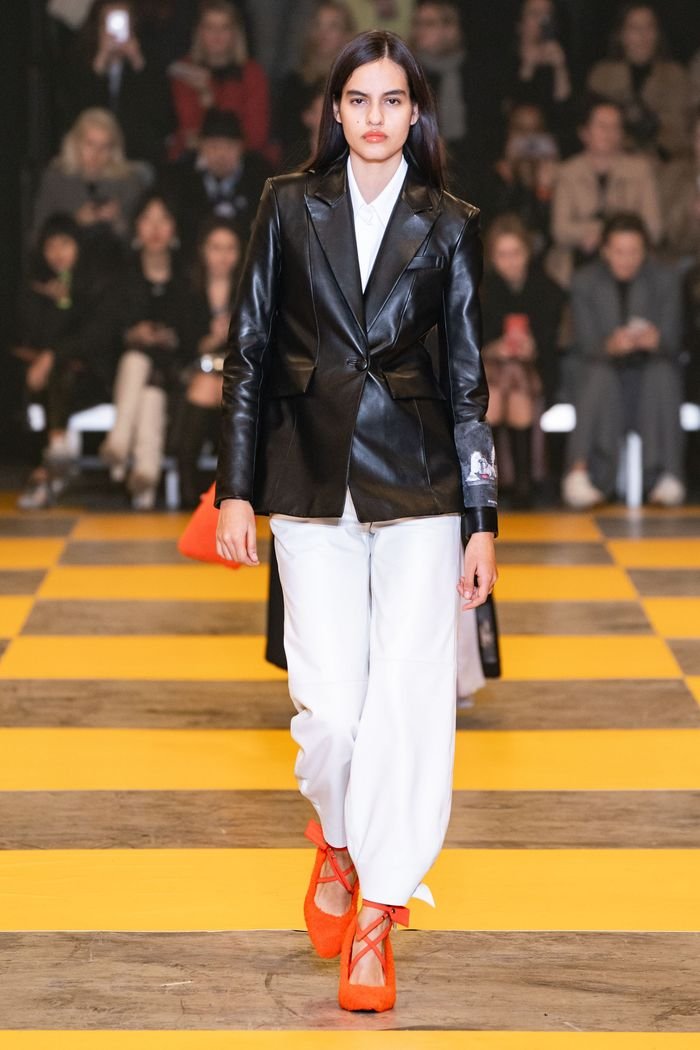 Модный кожаный пиджак из коллекции осень-зима Off-White