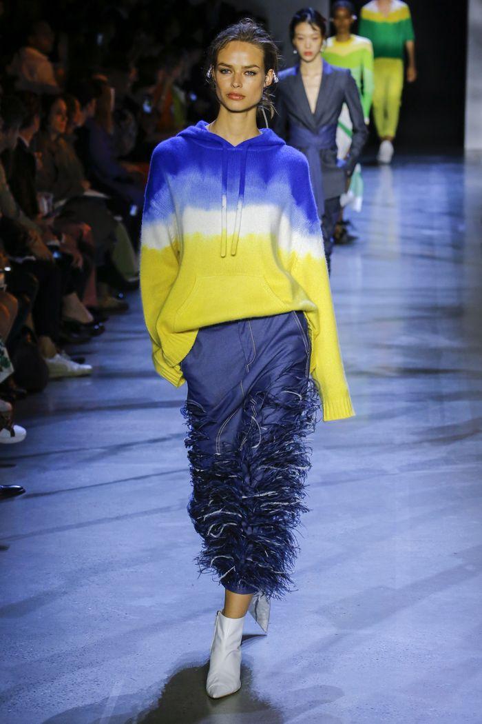С чем носить синюю юбку. Образ из коллекции Prabal Gurung