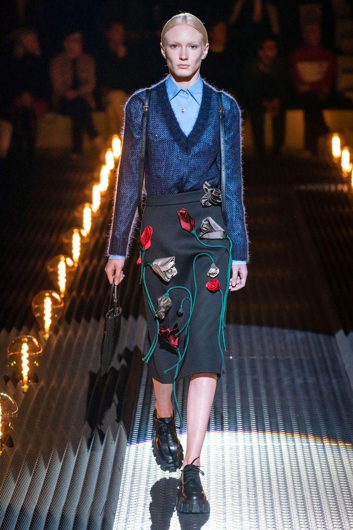 С чем носить черную юбку. Образ из новой коллекции Prada