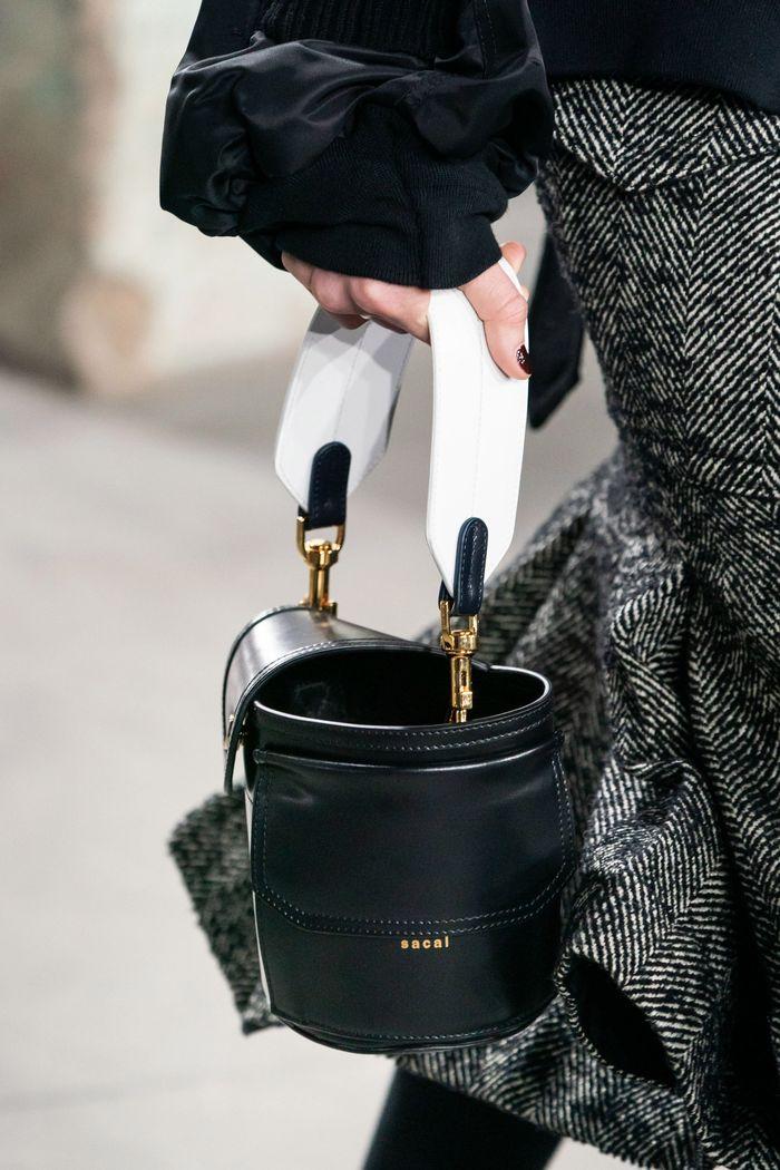Модная сумка-цилиндр Sacai
