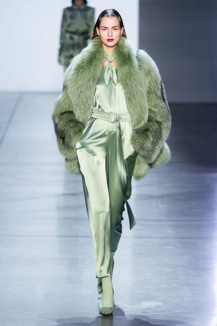 Модная шубы Sally LaPointe