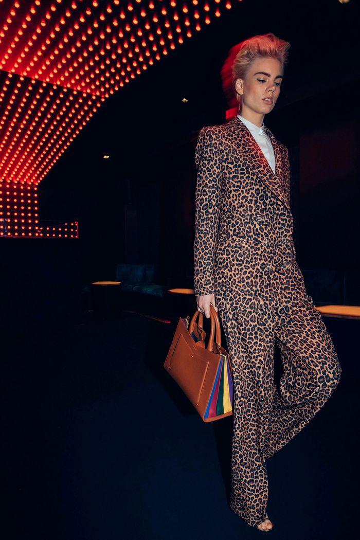 Модный леопардовый пиджак из коллекции осень-зима Sara Battaglia