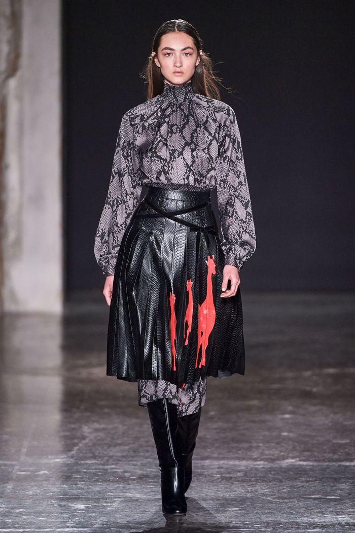 С чем носить черную юбку. Образ из коллекции Stella Jean