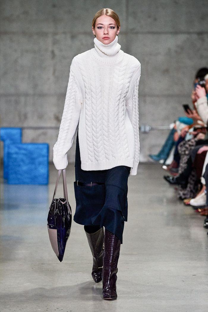 С чем носить синюю юбку. Образ из коллекции Tibi