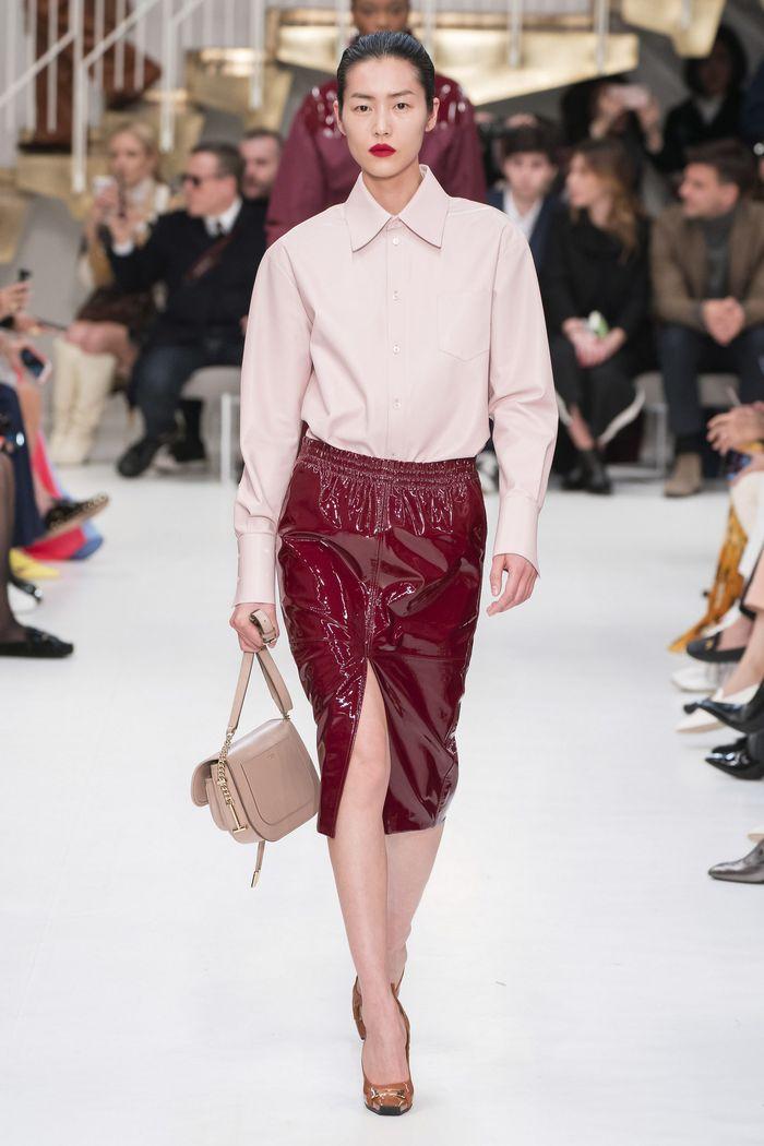 Модная виниловая юбка осень-зима 2019-2020 Tod's