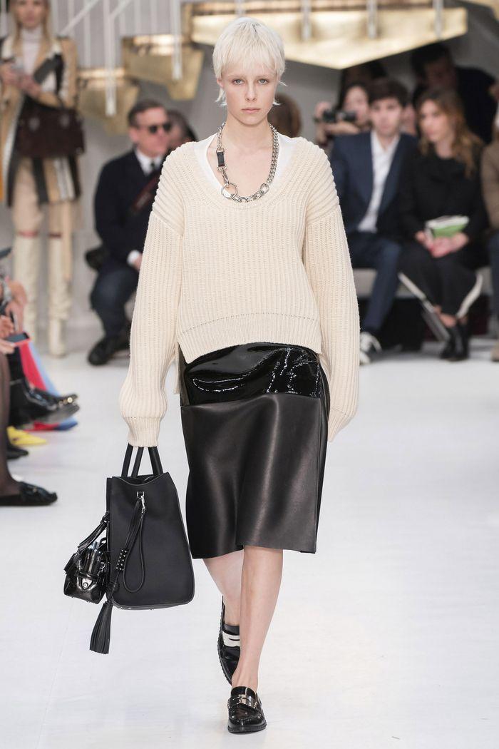 С чем носить черную юбку. Образ из новой коллекции Tod s