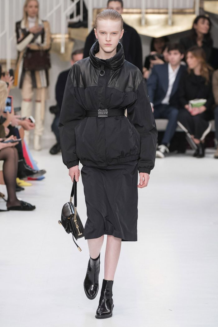 С чем носить черную юбку. Образ из коллекции Tods