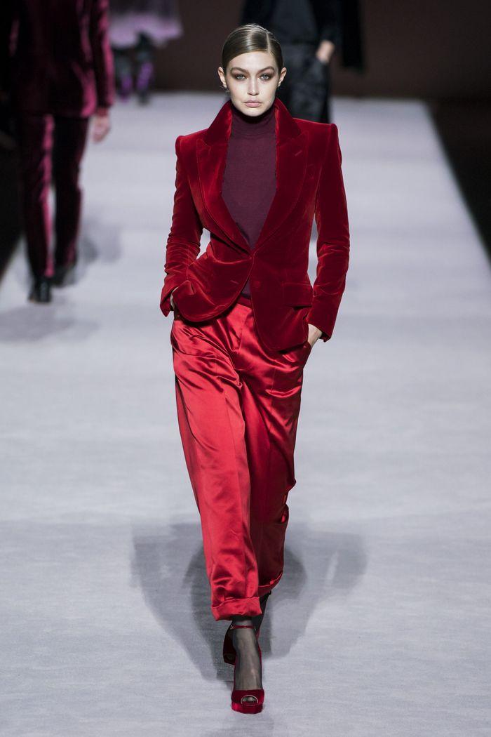 С чем носить красные туфли. Образ из коллекции Tom Ford
