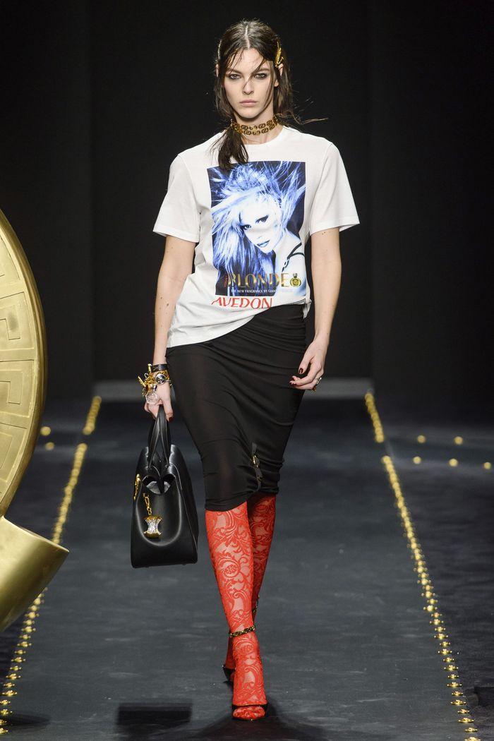 С чем носить черную юбку. Образ из коллекции Versace