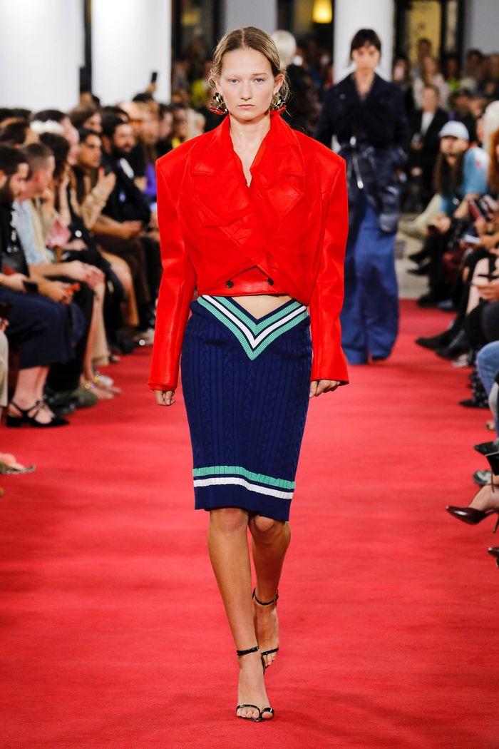 С чем носить синюю юбку. Образ из коллекции Y Project