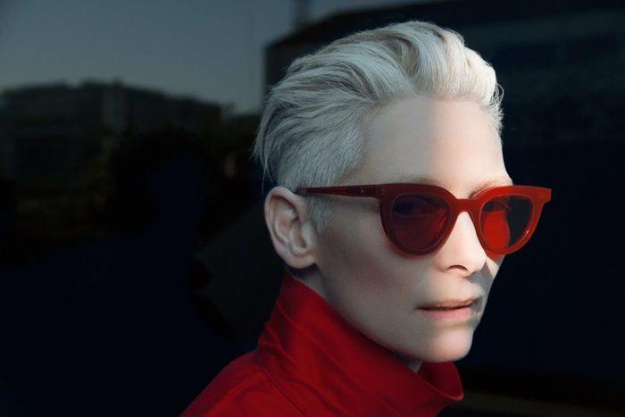 Образы Тильды Суинтон в модных очках